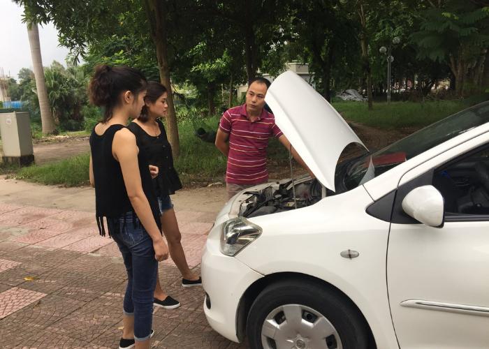 giáo viên dạy thực hành lái xe ô tô